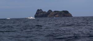 冠島北部中神グリ付近から沓島付近を写した写真