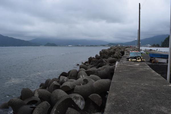 日向漁港堰堤外側