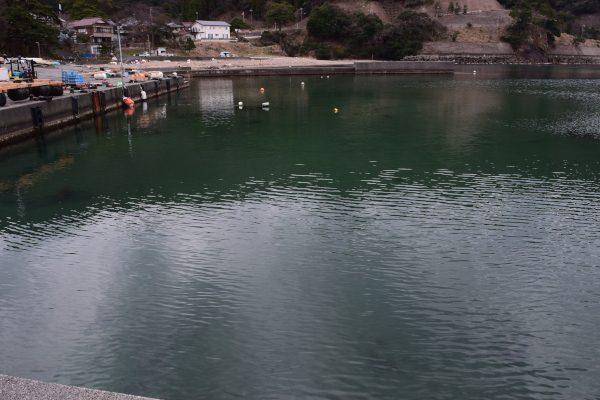 志積漁港内側