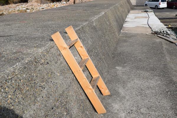 小橋漁港のはしご