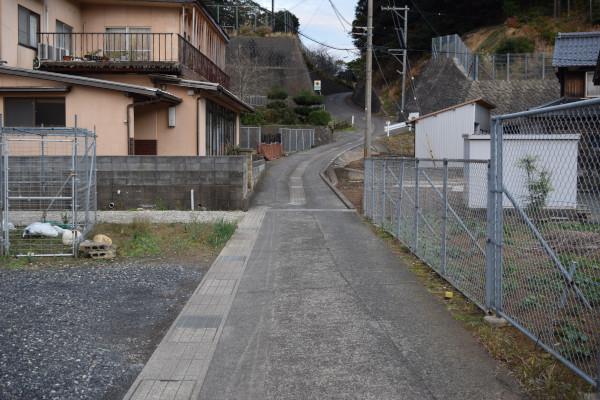 音海学校裏への道
