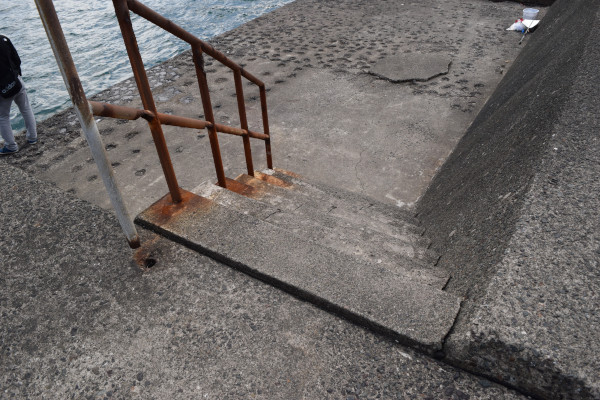 音海大波止の階段1