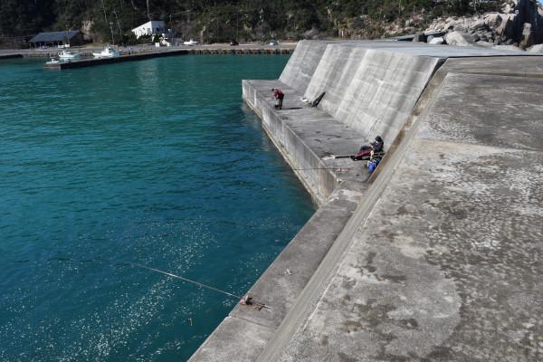 白木漁港大堤防内側