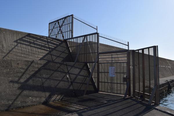 立石漁港フェンス大