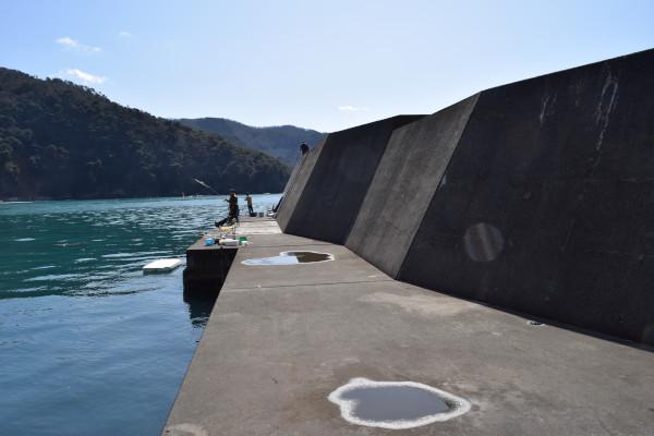 塩坂越漁港堤防