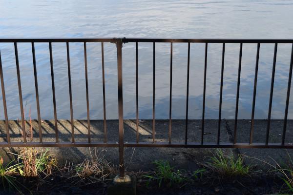 帰帆島3駐車場のフェンス