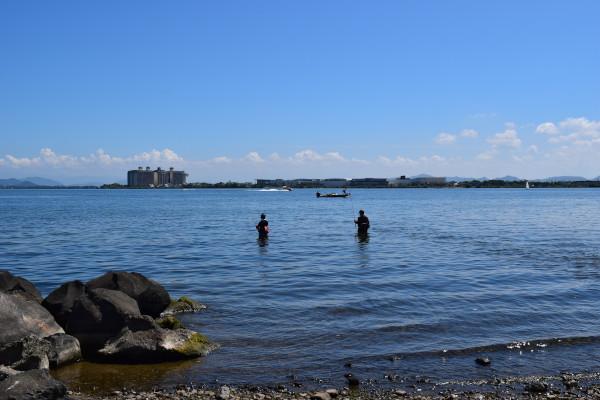 真野川河口の釣り人