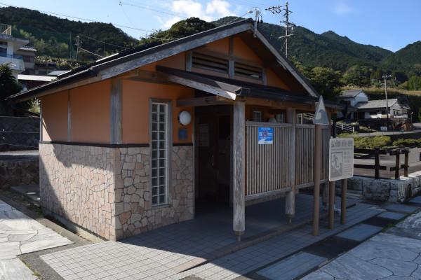新鹿漁港のトイレ