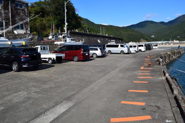 松崎漁港駐車場