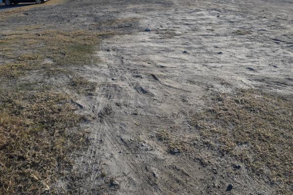 田曽埋め立て地の地面