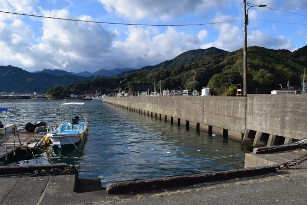 尾鷲港天満浦内側の堤防