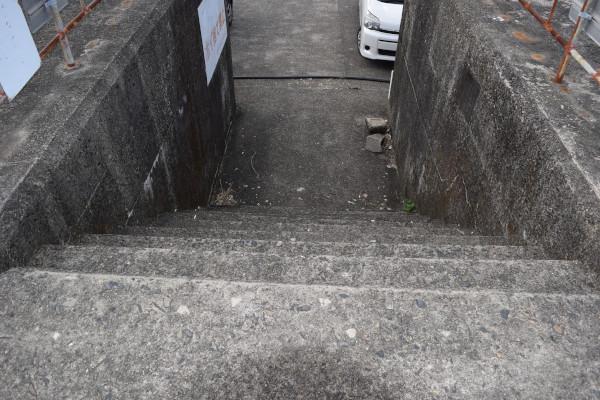 尾鷲港天満浦堤防途中の階段