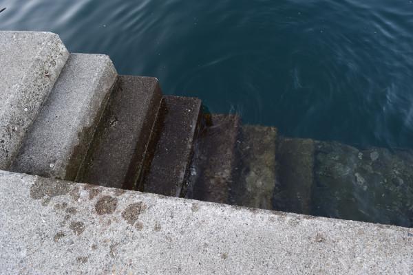 小浜漁港堤防階段