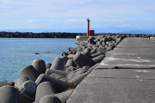 和具漁港堤防外側