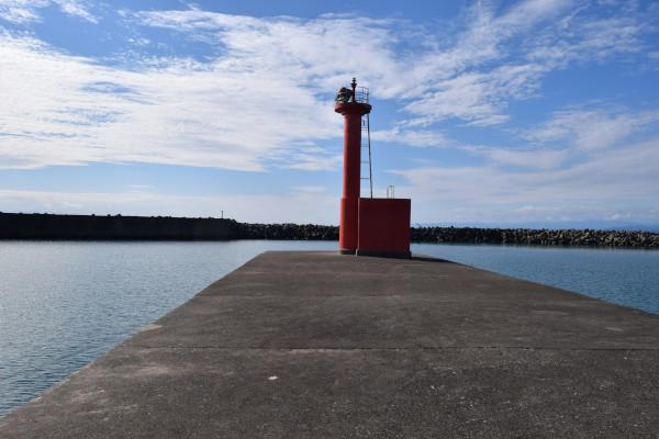 堤防灯台前