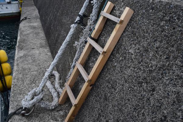 行野浦漁港堤防はしご