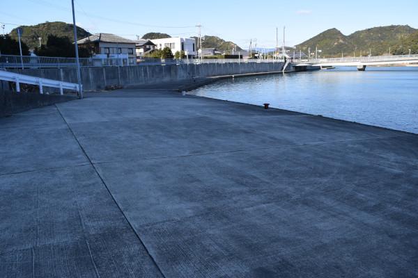 田原川河口の駐車スペース