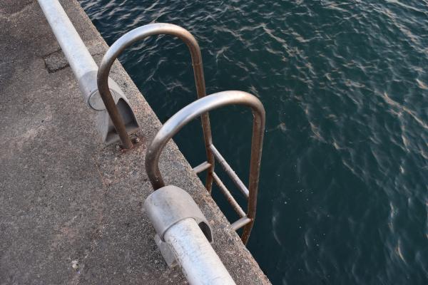 霞埠頭海釣り公園の梯子
