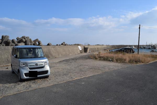 河芸漁港灯台のない堤防駐車場