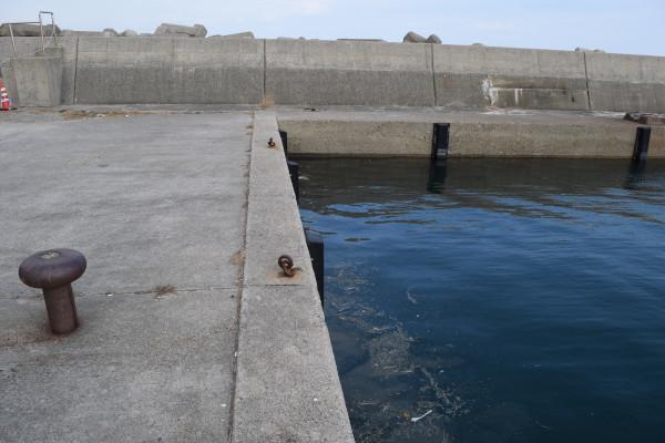 河芸漁港灯台のない堤防付け根
