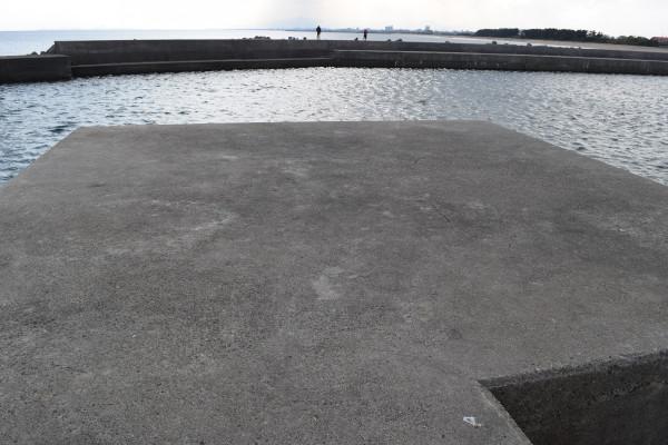 河芸漁港灯台のない堤防先端