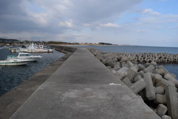 河芸漁港灯台のない堤防外側の消波ブロック