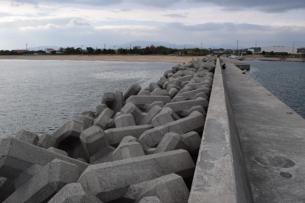 灯台のある堤防