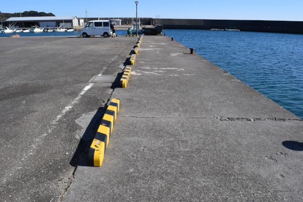 那智漁港の堤防