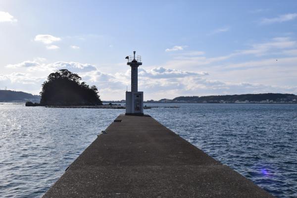 大島漁港白灯台防波堤