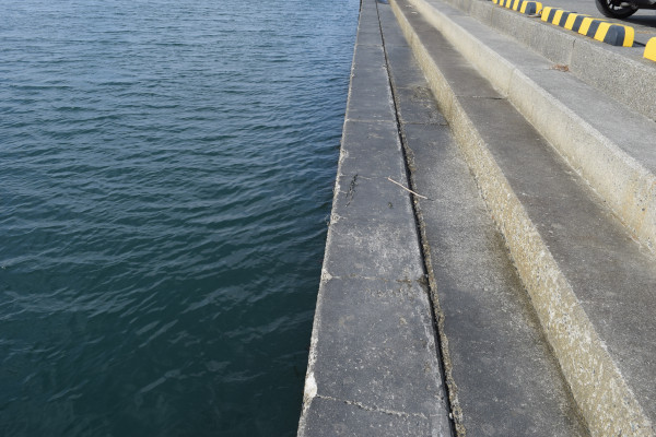 下御糸漁港階段状の場所
