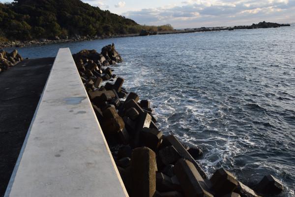 田並漁港堤防先端方面