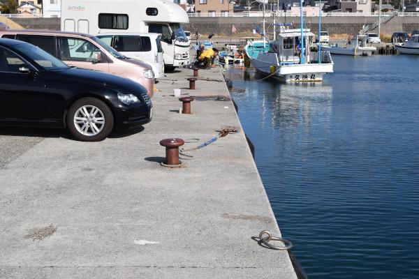 芳養漁港の車横付けポイント