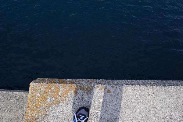 黄色灯台堤防岸壁
