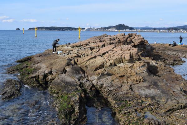 磯間漁港の岩場