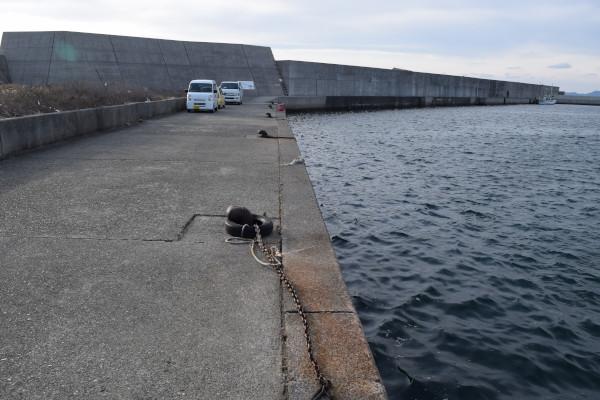 上野漁港の外側の堤防