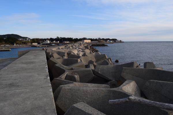 堤防の外側