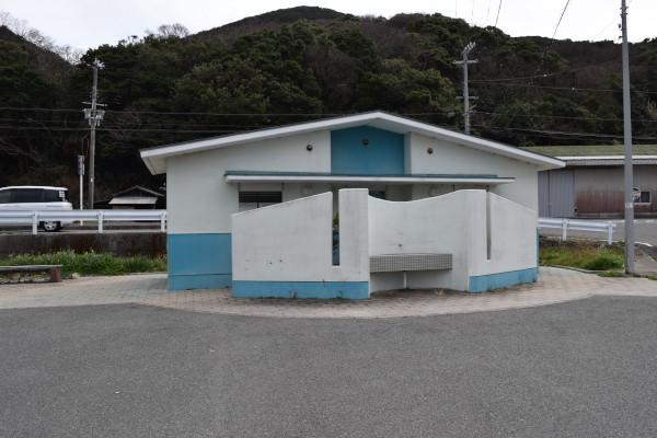 阿尾漁港トイレ