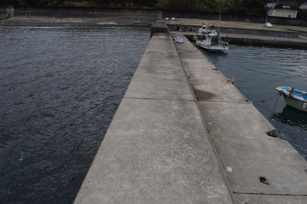 祓井戸漁港外側の堤防