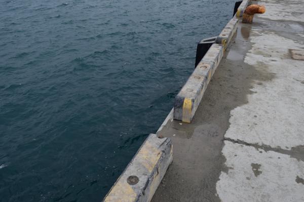 日高港岸壁