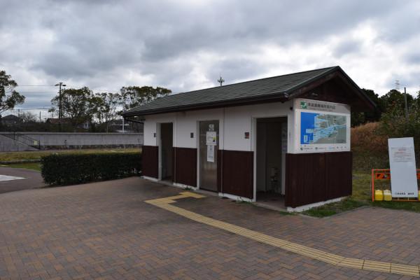 日高港のトイレ