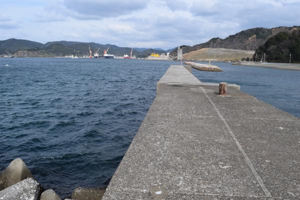 柏漁港の先端方面