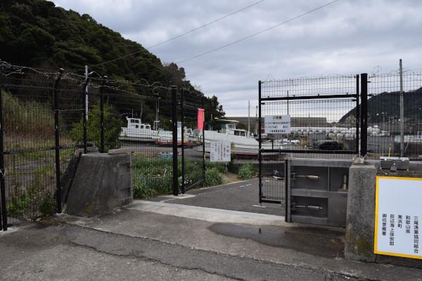 三尾漁港のゲート2