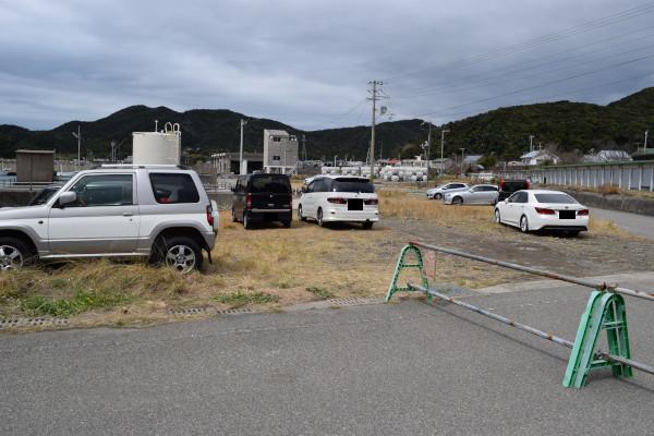 三尾漁港の駐車スペース