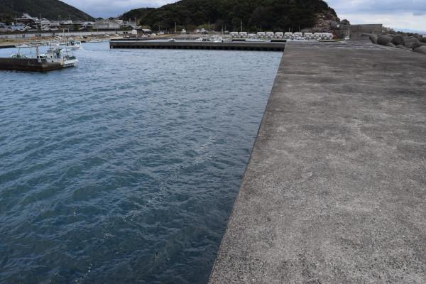 三尾漁港外側の堤防先端