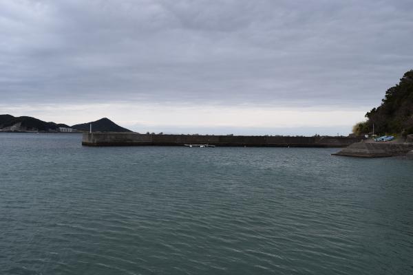 産湯漁港の堤防