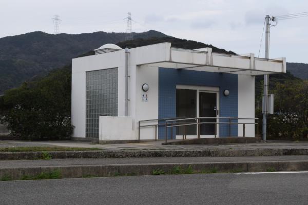 衣奈漁港のトイレ