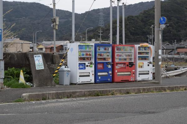衣奈漁港の自動販売機