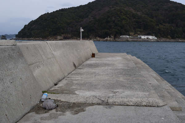 衣奈漁港堤防先端