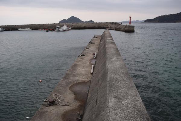 唐尾漁港内側の堤防