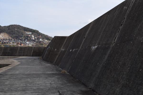 大引漁港外側の堤防